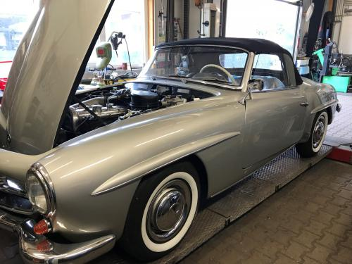 1955 Mercedes-Benz 190SL with hoots